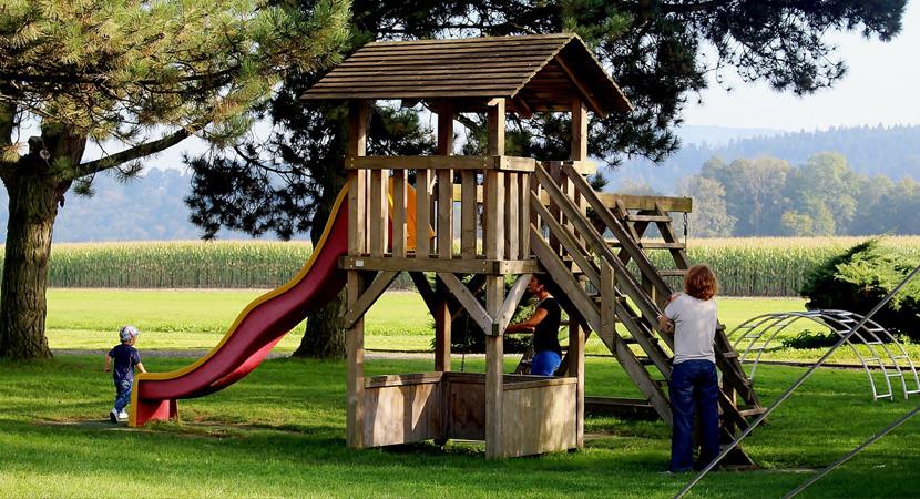 Plac zabaw w przydomowym ogródku